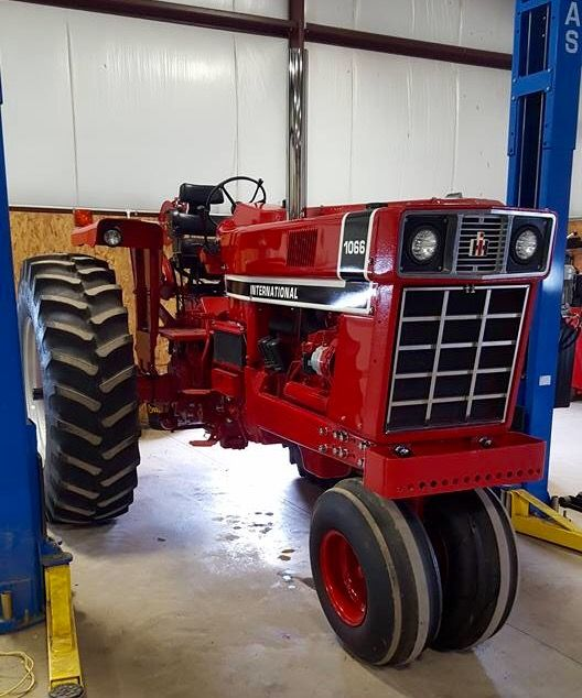 1086 Ih Blac And White : Best tractors images on pinterest