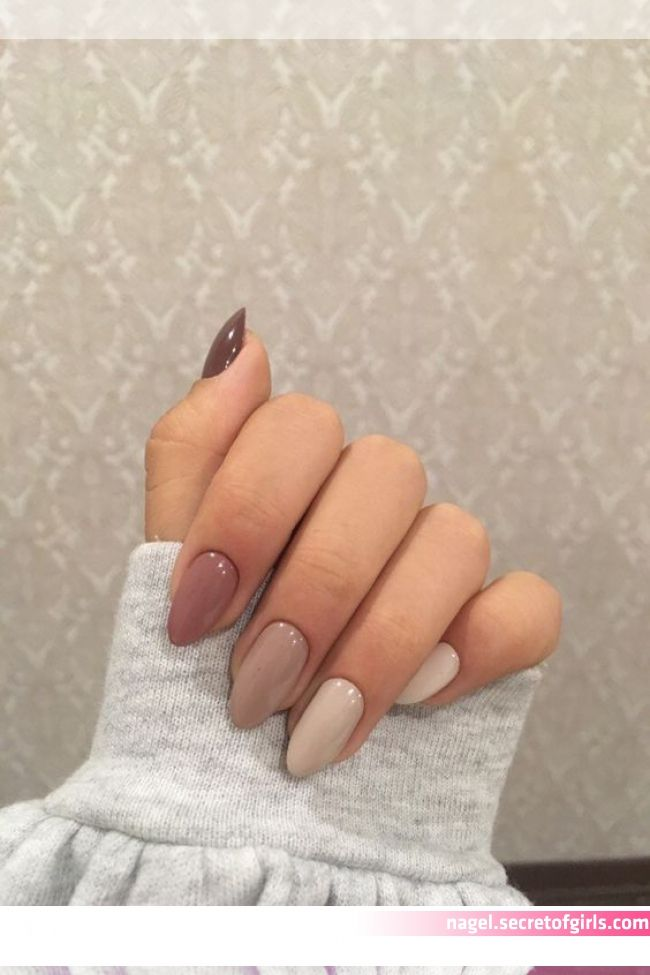 Nails With Faded Colors Chicladies Uk In 2020 Minimalist Nails Almond Acrylic Nails Stylish Nails In 2020 Minimalist Nails Almond Acrylic Nails Stylish Nails