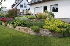 Mauern können etwas Schönes sein - Ob Trockenmauer, Sandsteinmauer oder Natursteinmauer, wir runden die Gestaltung Ihres Gartens ab.