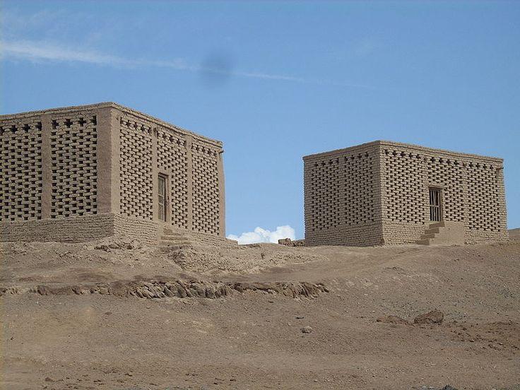 Séchage par le vent du désert dans des séchoirs, dépression de Tourfan (Chine)