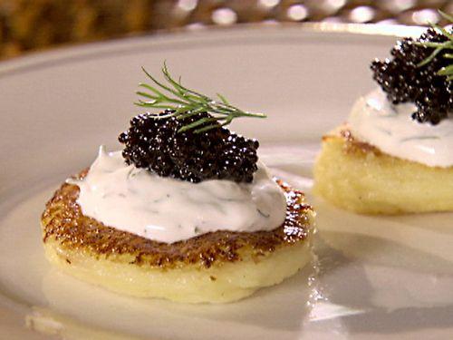 Canapés de caviar, un entrante lleno de estilo para disfrutar estas navidades   #Canapés #Entrantes #Aperitivos #RecetasAperitivos #CanapésDeNavidad #AperitivosDeNavidad #RecetasFáciles #RecetasRápidas #CanapésDeCaviar #Caviar