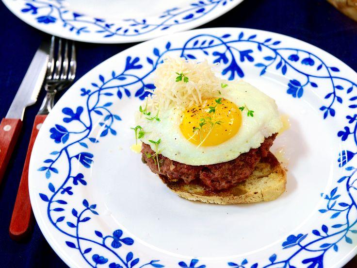 Parisare med stekt ägg och pepparrot | Recept från Köket.se