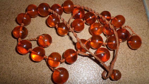 Collier très ancien avec des perles en ambre de la  Baltique authentiques couleur miel
