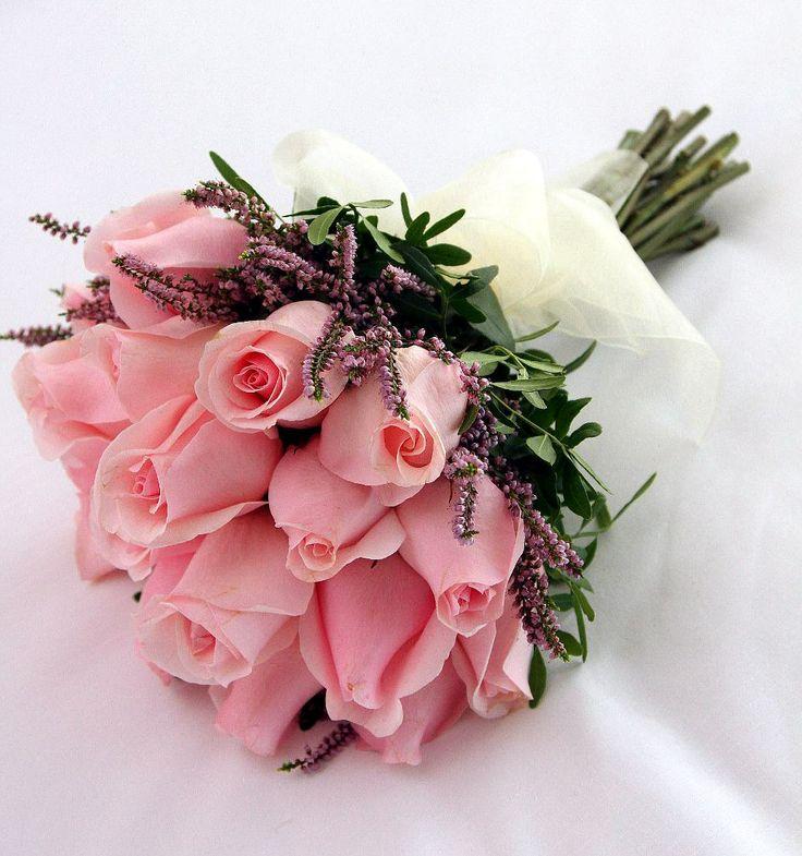 Ramo de novia tipo bouquet de rosas rosas