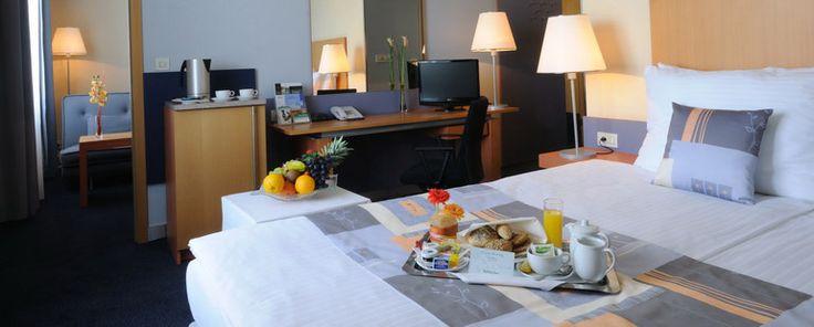 Holiday Inn Prague Congress Centre  www.holidayinn.cz Hotel 4*