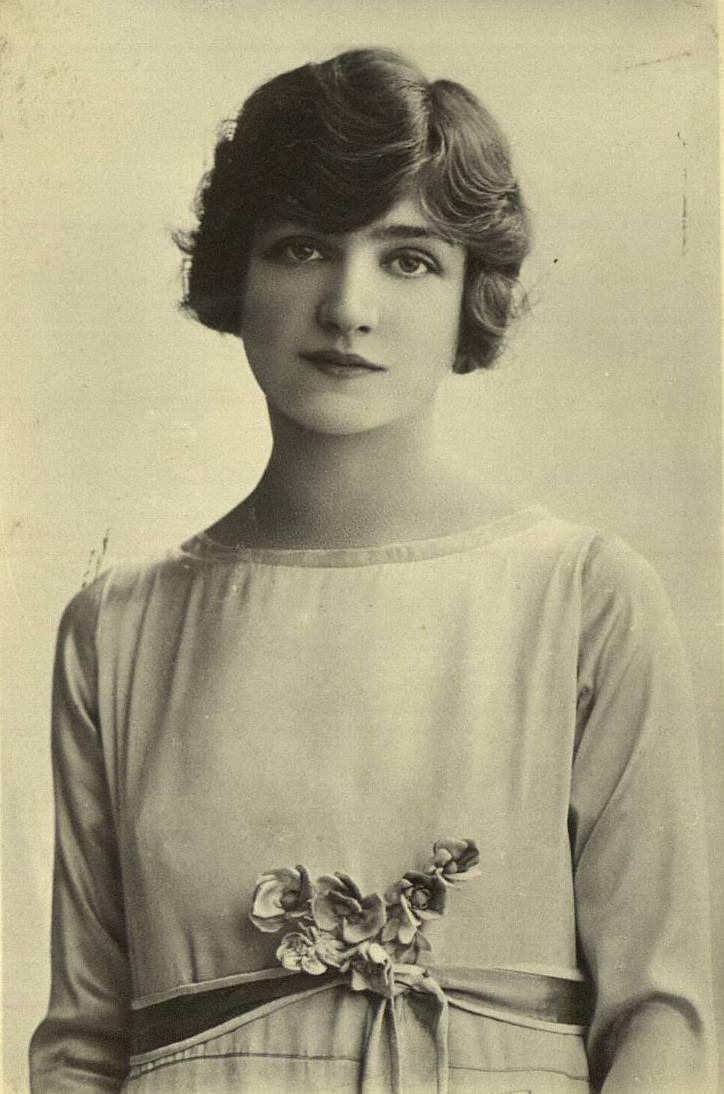 Bodas 1920's // 1920's wedding Delirio por los años 20`s y por nuestra musa Lily Elsie vestida de novia #bodavibtage #noviavintage #boda1920