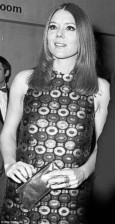 My number 3 dream girl, Diana Rigg. Famous for playing Emma Peel in the Avengers and Tracy Bond in On Her Majesty's Secret Service. One of those uniquely beautiful women that could only exist in the 1960s.