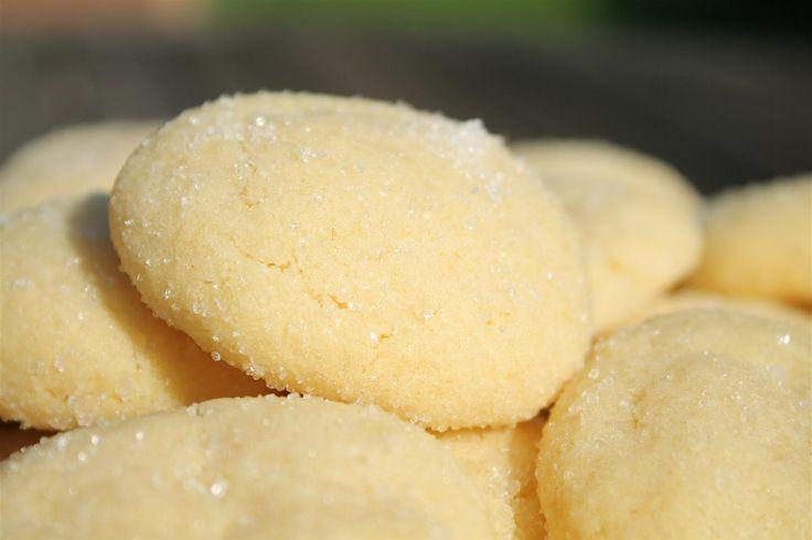 A sugar cookie egy közkedvelt amerikai süti. A pillanatok alatt összedobom-megsütöm kategóriába tartozik, rém egyszerű elkészíteni. 30 perc és fogyasztható!