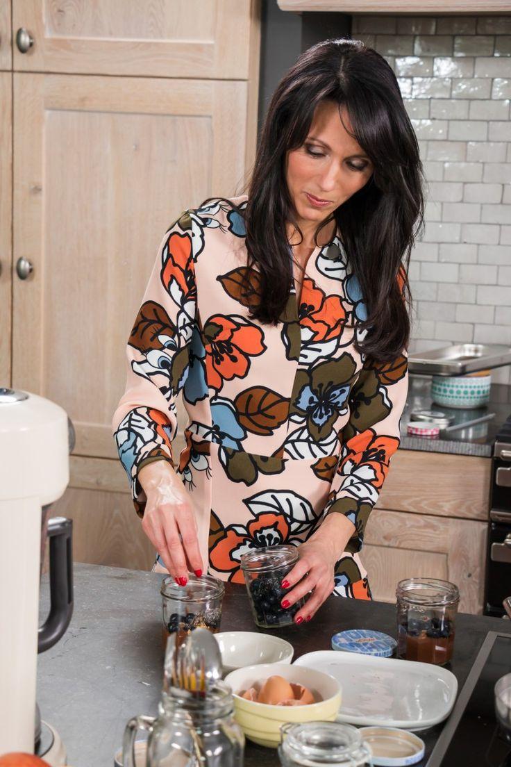 De chocolademousse van voedingsdeskundige Sandra Bekkari is een feest voor de smaakpapillen. En je hebt slechts 4 ingrediënten nodig!  --super recept voor M