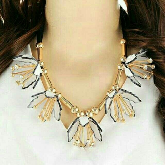 Saya menjual Kalung Fashion MARNI five flowers decorated simple design - RA5AA5 seharga Rp159.500. Dapatkan produk ini hanya di Shopee! https://shopee.co.id/deventostore/11970197 #ShopeeID