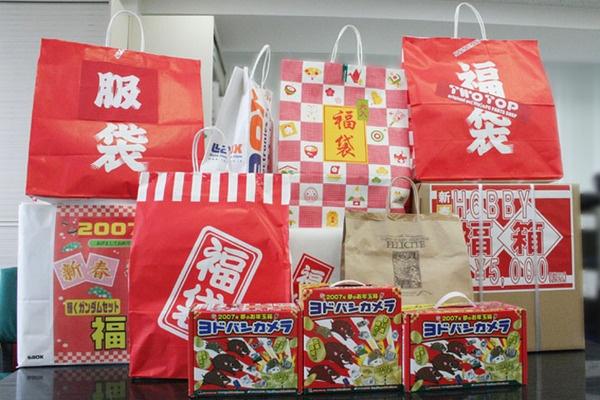 Saldi al via: in Giappone si aprono con la lotta per i Fuku-bukuro!