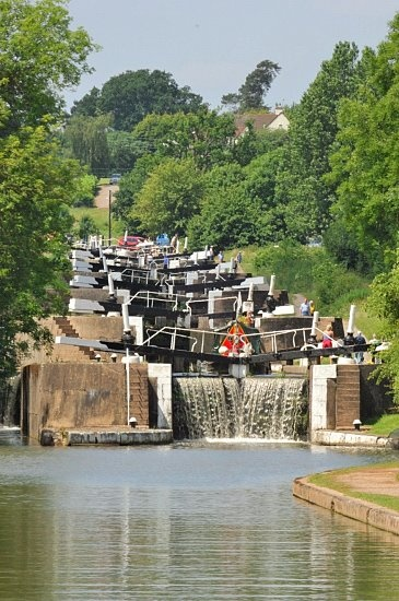 Hatton Lock Canal walk, join us on a walk through the beautiful Warwickshire countryside following the towpath of the Grand Union canal. There is also a good craft centre at Hatton.
