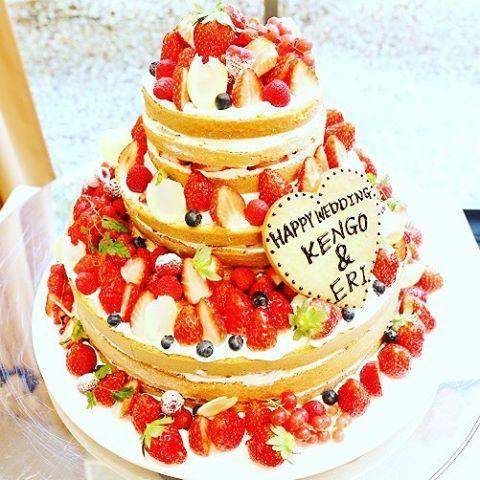 Naked cake♡*。 たくさんのベリーものって美味しそう♡♬* #ネイキッドケーキ #naked cake #海外 #かわいい #結婚式場#結婚#結婚式#貸切#1日1組#名古屋市#天白区#ウェディング#wedding#ブライダル#bridal#プレ花嫁#花嫁#ウェディングフォト#weddingphoto#プロポーズ#結婚式準備#幸せ#新郎新婦#挙式#披露宴#料理#ウェディングケーキ#instagramwedding#lesquare#ルスクワール