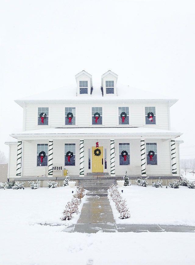 How to hang Christmas Wreaths on Windows // Armelle Blog