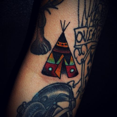 Love the coloring, great details. Hmm maybe a new tattoo idea