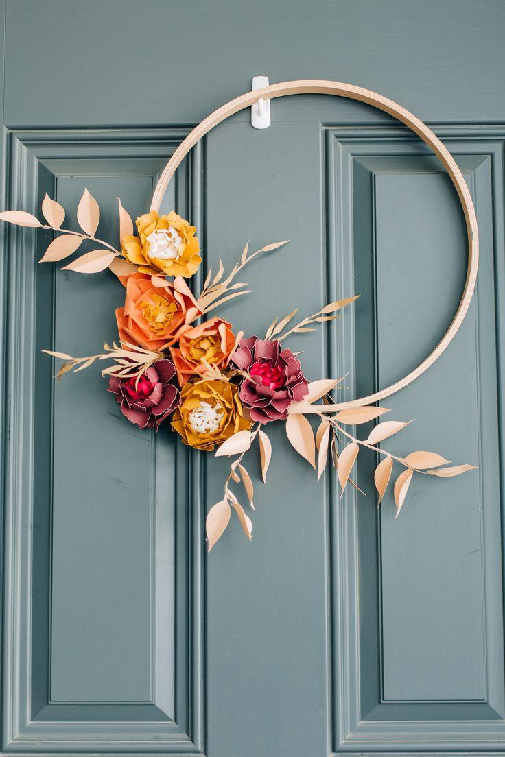 Paper Flower Wreaths, Paper Flower Decor, Paper Flowers, Floral Wreath, Pumpkin Flower, Floral Hoops, Origami Flowers, Wreath Tutorial, Wreath Crafts