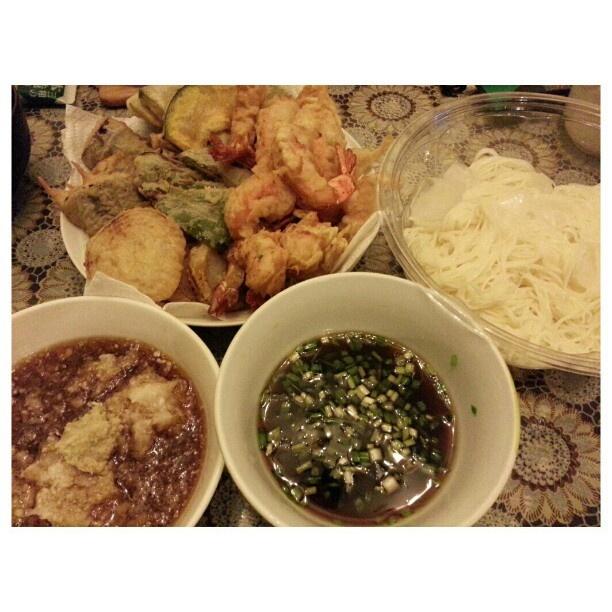 明けましておめでとうございます! 今年も宜しくお願いします! Happy New Year!! #年越しそば は#天ぷら と#そうめん #tenpura and #somen for the #newyear #2013 starting with wifeys #yummy #japanese #cuisine #philippines #フィリピン