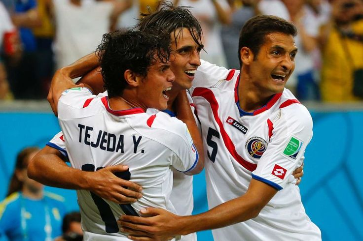 Ruiz celebrates goal against Greece - Costa Rica's Bryan Ruiz (L) celebrates his goal with team-mates Yeltsin Tejeda (L) and Celso Borges during their 2014 World Cup round of 16 game against Greece at the Pernambuco arena in Recife June 29, 2014.