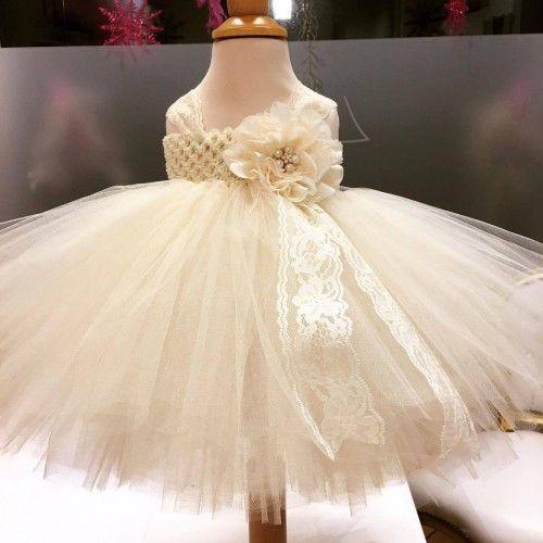 Special designet håndlavet tylkjole i ivory med blonde bånd