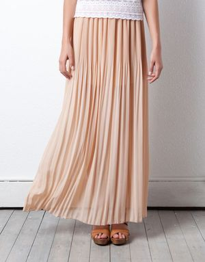 Sukně na léto 2012 - jemná romantika nebo divoké vzory? (http://www.luxurymag.cz)