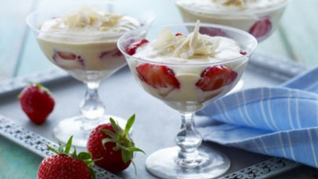 Hvid chokolademousse med jordbær | Femina