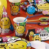 Vous souhaitez organiser l'anniversaire de votre enfant sur le thème des Smiley? Voici un kit complet avec assiettes, gobelets, serviettes, nappe, sachets, cartes d'invitations, ballons, bougies, guirlande... (Kids birthday Smiley)