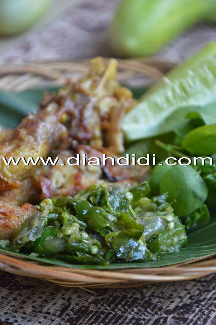 Diah Didi's Kitchen: Kepala Ayam Goreng Gepuk & Sambal Hejo