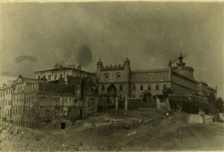 Lublin 1943, Destruction of Jewish district,Widok od zachodu na Zamek i pozostałości zabudowę dzielnicy żydowskiej, ok. 1943 roku, autor nieznany, zdjęcie ze zbiorów Anny Kasperkiewicz