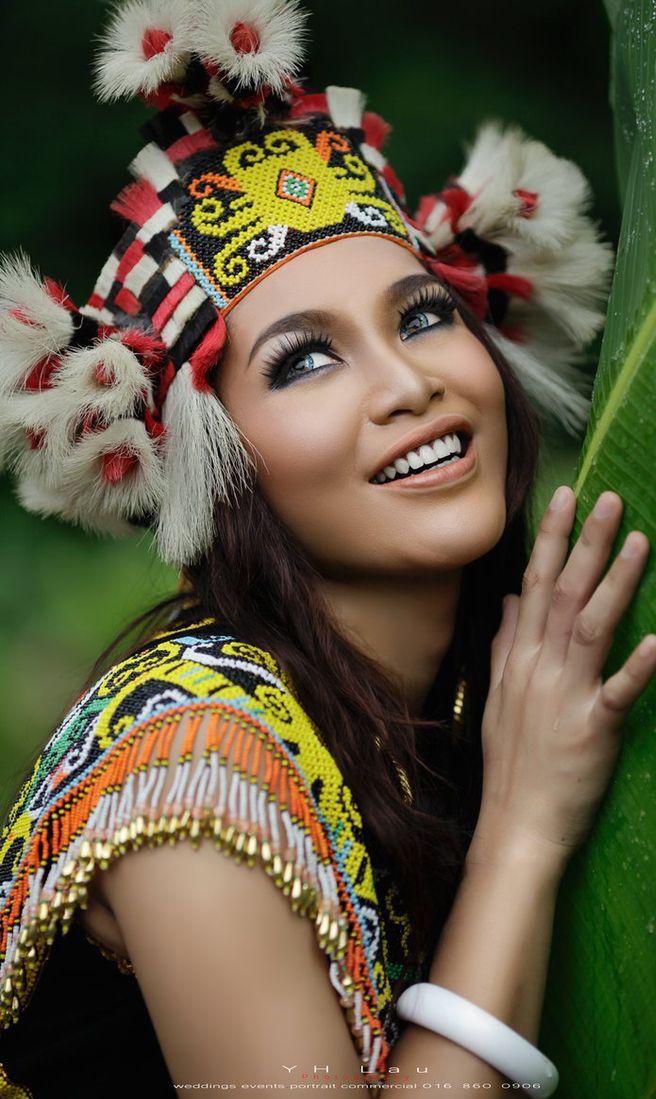 Gadis dayak, indonesia