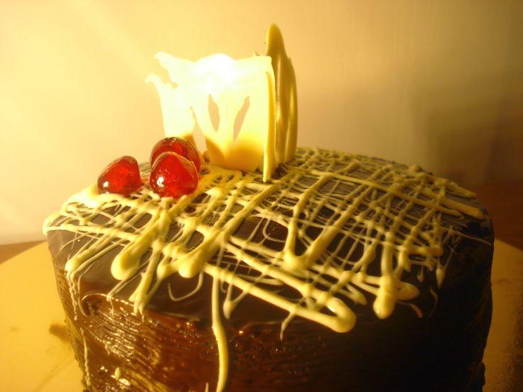 Pudełko rozmaitości: Tort potrójnie czekoladowy