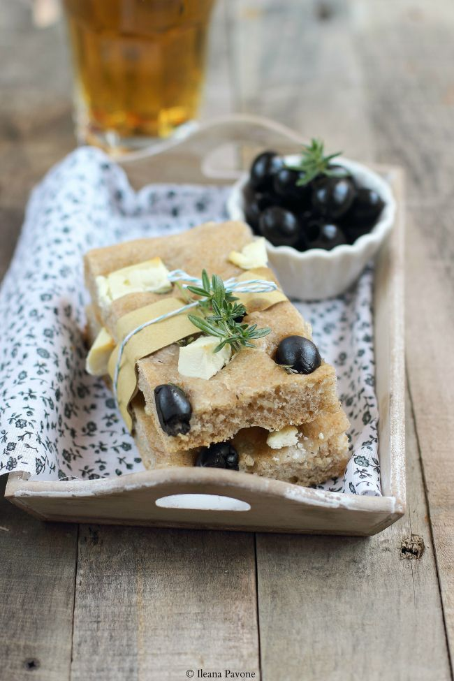 Currants and Cinnamon: Focaccia semi-integral with feta, black olives and thyme (sourdough)