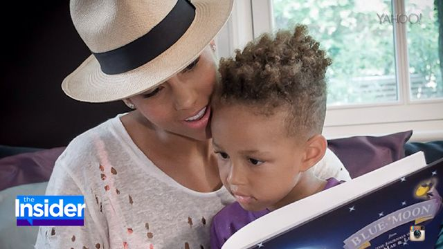 "VIDEO: Alicia Keys and Swizz Beatz's Son Wows on the Piano -  Alicia Keys and Swizz Beatz's son Egypt appears to be following in their musical footsteps. In two new Instagram videos, the 4-year-old shows he's already a pro on the piano just like his famous mama. In one clip, the adorable little boy plays the ""Charlie Brown"" theme song and in the other he ti... %url%"