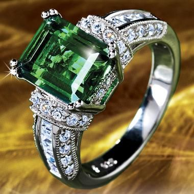 Green: Scienza Emerald & Diamond Aura Verde Ring.