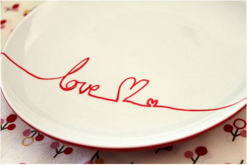 DIY: Porcelain Plate decoration - easy and inexpensive.