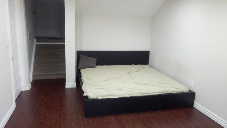 Room for rent Indian boy student McCowan &Ellesmere Furnished room for rent, available immediately -First and Last Month rent is required – Close to Northern College , Scarborough town center ,University of Toronto (Scarborough Campus) and Centennial College. 1 rooms available now available in December from $600/month. No smoker, no pets,... https://uoftoronto.offcampuslistings.com/ads/room-for-rent-indian-boy-student-mccowan-ellesmere/