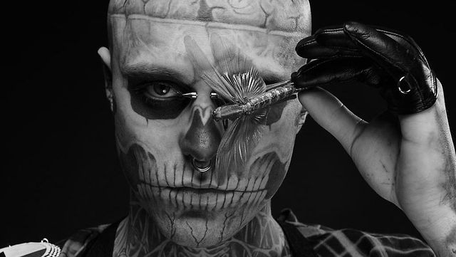 Rick Genest aka Rico the Zombie - Embrace Everything That Is Different by The Avant/Garde Diaries. We are in a huge fabric hall. An exposed and obviously uncommon character sits there on a couch. German photographer Nadine Elfenbein will soon continue taking pictures of him.