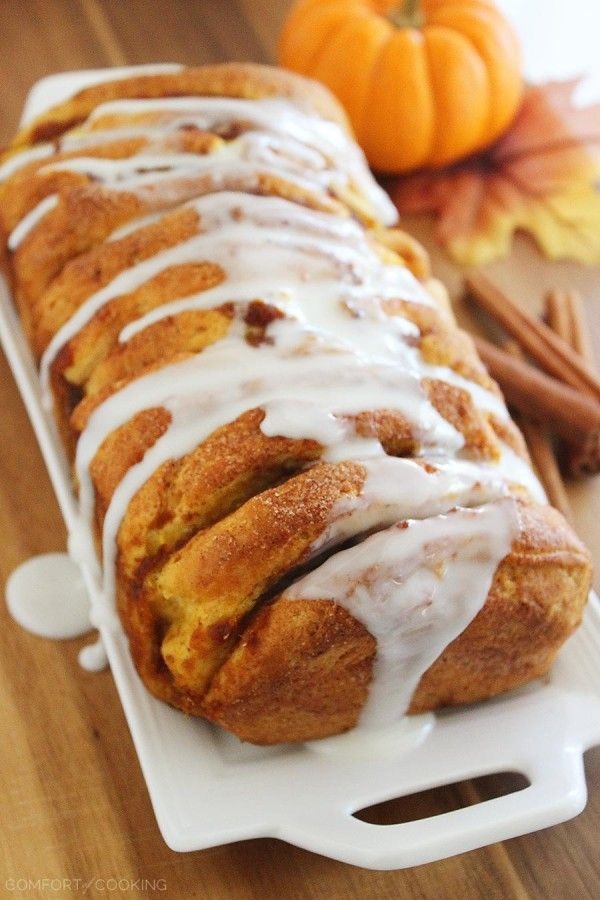 Pumpkin Spice Pull Apart Bread with Vanilla Glaze – Every layer is full of soft, gooey goodness and tastes just like a cinnamon roll (made MUCH simpler). | thecomfortofcooking.com
