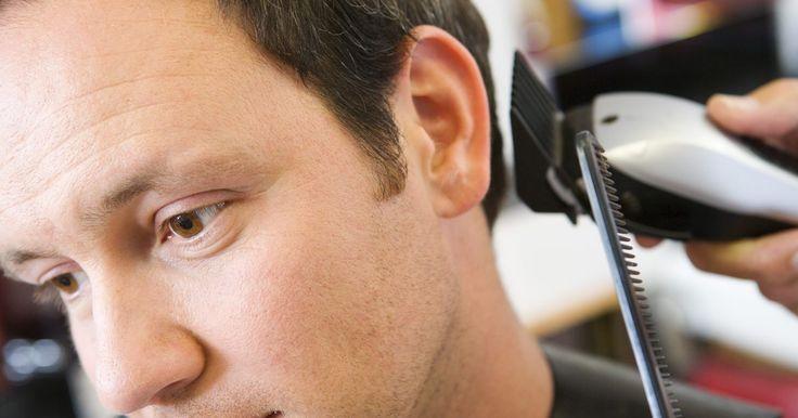 Cómo usar los niveladores para las orejas para cortar el cabello. Las máquinas eléctricas para cortar el cabello están disponibles tanto como para el hogar como para el uso profesional. Si bien la durabilidad y la disponibilidad de los accesorios de las máquinas difieren según la marca y el modelo, todas las máquinas eléctricas ofrecen varios niveladores para colocarle a la máquina. Los niveladores determinan el ...