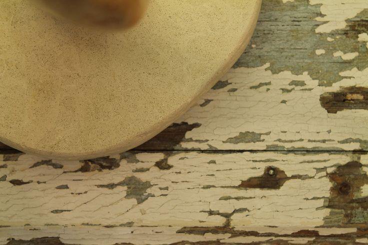 """""""Intreccio"""": creazione di wood design in legno di mare con base in pietra leccese sagomata a scalpello."""