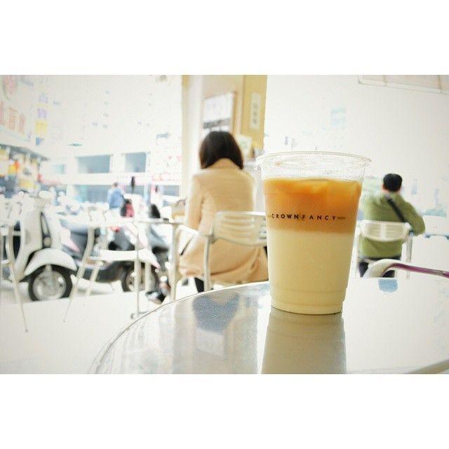 """今天我跟兒子的約會,我請兒子喝""""金礦奶茶"""" #calvinieat # #crown # #coffee # #milktaa # #intof # #intowb # #intot #(在 金鑛咖啡裕誠門市)"""