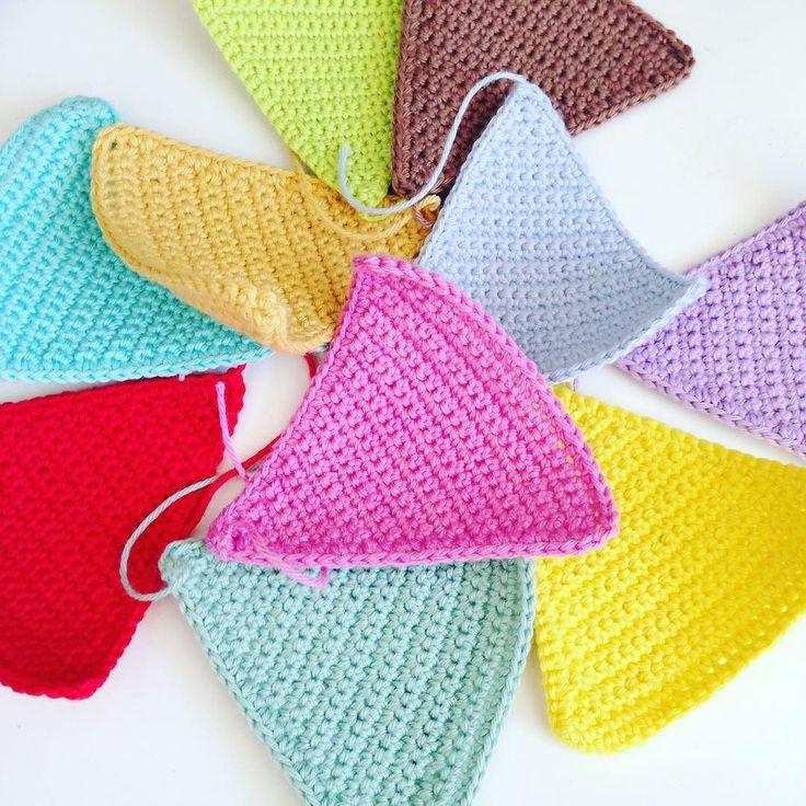 Farverig onsdag  #hækle #hæklet #hæklerier #hekle #garn #yarn #diy #grenediy #crochet #crochetaddict #crocheting #legetøj #kidsshop #kidstoy #børn #kidsinterior #salg #tilsalg #barsel #hækletlegetøj #interior #inspiration #scandinaviandesign #hækletpynt #farver #colors #handmade #amigurumi #crochetdoll #flagranke by laurahjertefryd