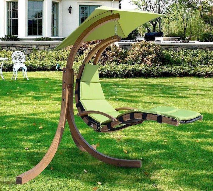 transat suspendu design en bois avec coussin chaise longue et matelas