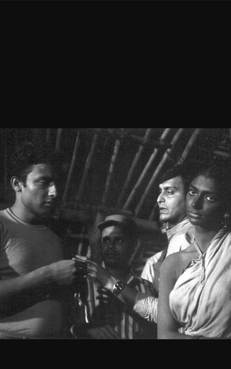 Simi Garewal  Samit Bhanj Robi Ghosh  Soumitra chatterjee in Aranyer din ratri  (69 )