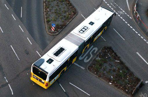 Nach einem Busunfall in Stuttgart müssen vier Fahrgäste ins Krankenhaus. Foto: Lichtgut/Max Kovalenko (Symbolbild)