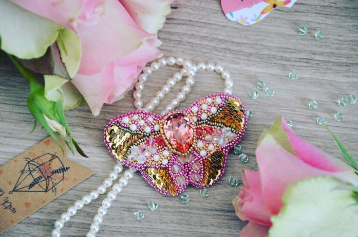 BROOCH BUTTERFLY SWAROVSKI peach rose gold Exclusive jewelry Accessories broche papillon brodée unique rose or par JewelrybeadsTresors sur Etsy https://www.etsy.com/fr/listing/565772368/brooch-butterfly-swarovski-peach-rose