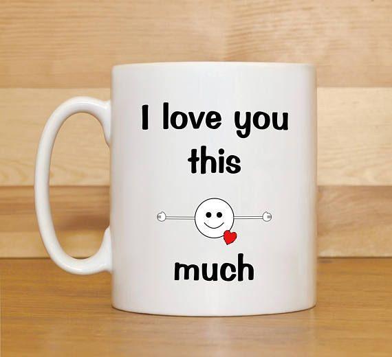 Je t'aime autant tasse. Saint Valentin cadeau mug, mug anniversaire. Mug anniversaire pour mari, épouse, copain ou copine. Conçu et imprimé dans mon home studio. Imprimé sur les deux côtés de la tasse, usage droitier idéal pour gauche et droite. Lave-vaisselle (panier supérieur)