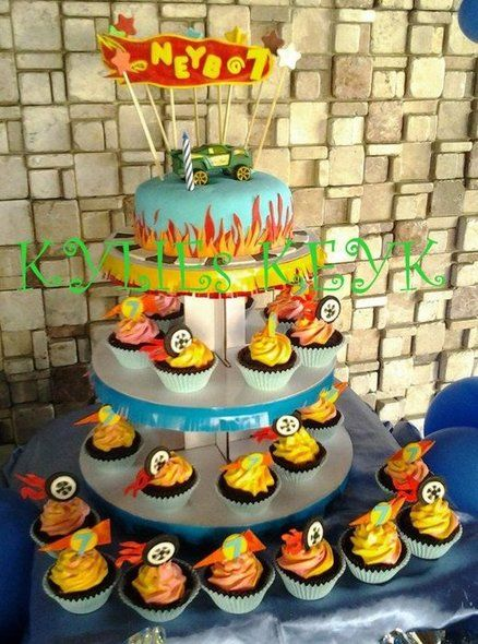 HOT WHEELS CAKES and CUPCAKEs - by kylieskeyk @ CakesDecor.com - cake decorating website