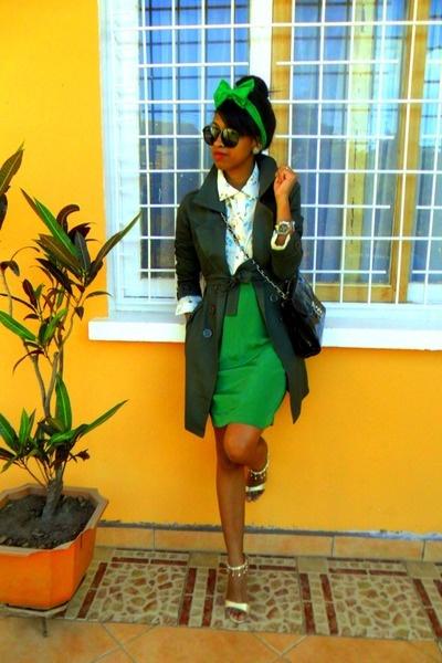 Green green.