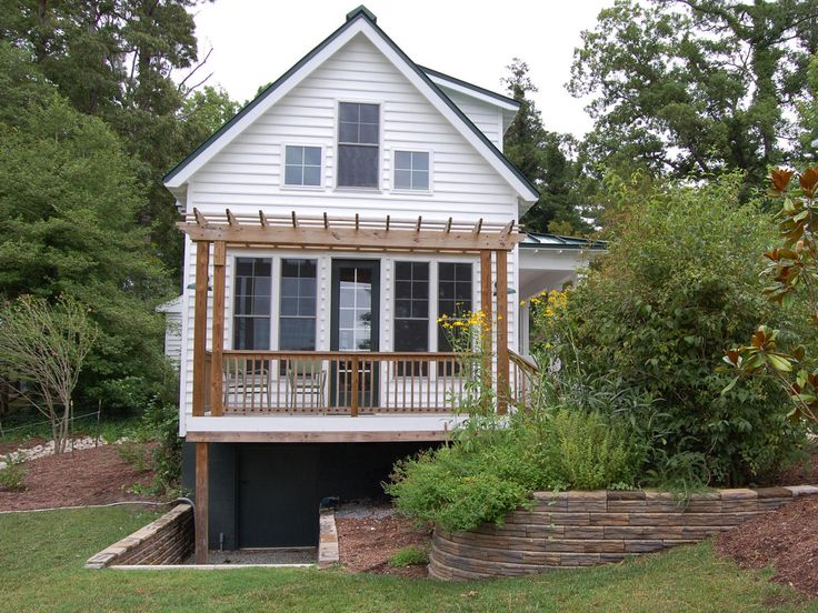 This traditional katrina cottage design has 3 bedrooms for Where can i buy a katrina cottage