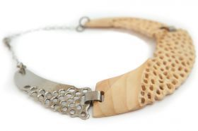 Collier White Collier made of whiten fir and stainless steel.